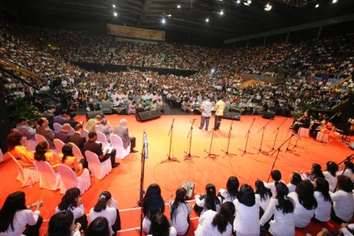 TB Joshua Preaches At The Indonesia Crusade, with thousands in attendance...