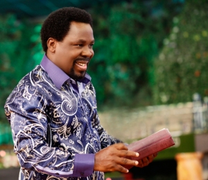 Prophet T.b. Joshua at The Synagogue Church of All Nations preaching God's Word.