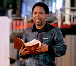 Prophet T.B. Joshua ministering to the congregation.